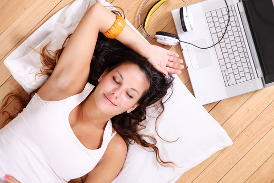 10 einfache Entspannungsübungen (die 2 Minuten-Techniken)